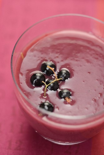 Currant smoothie with blackcurrants