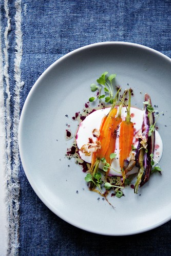 Roast carrots with yogurt and herbs