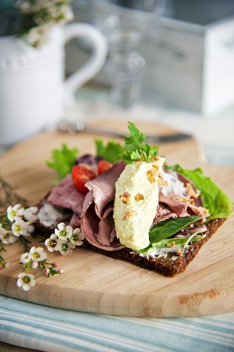 Cold roast beef on wholemeal rye bread