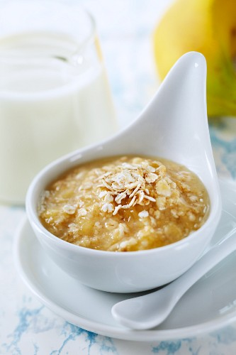 A softening, clarifying homemade oat and banana facemask