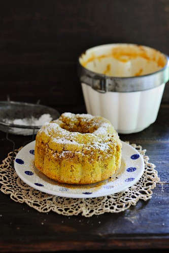 Semolina pudding, dusted with icing sugar