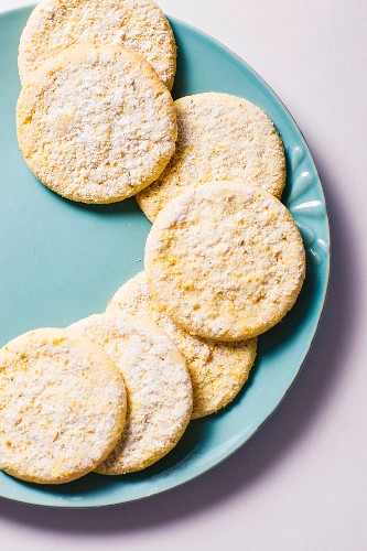 Citrus and ginger biscuits on a plate (seen from above)