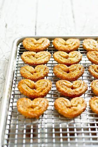 Palmiers on a wire rack