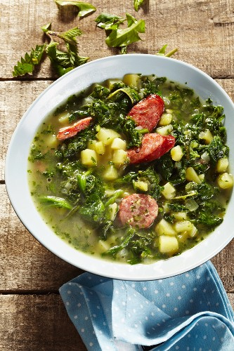 Heggenmös (stew made with wild herbs, green kale and sausages)