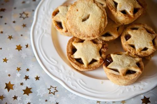Mince Pies (engl. Mübteigtörtchen mit Nuss-Trockenobst-Füllung) zu Weihnachten