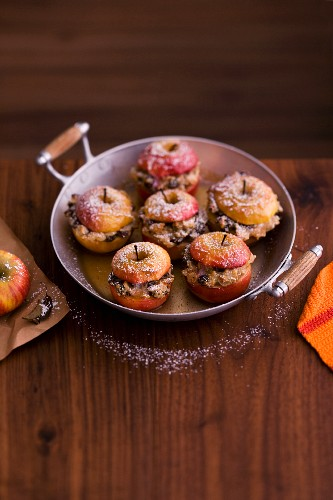 Baked apples with icing sugar