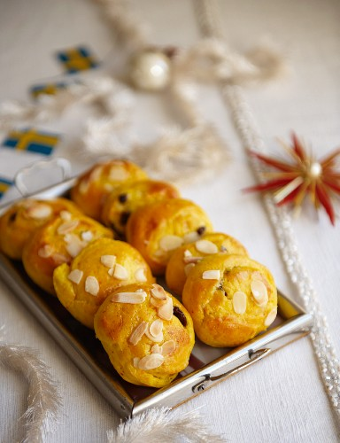 Almond rolls with saffron