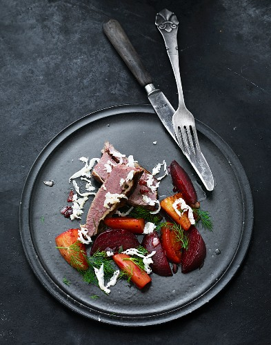 Roast beef with oven-roasted vegetables and horseradish