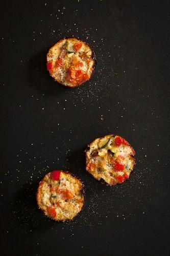Mini quiches with tomato, egg and courgette