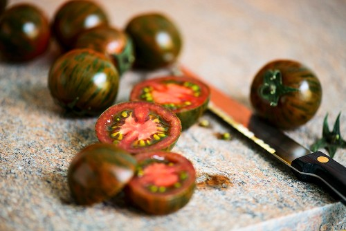 Stripped tomatoes, whole and sliced