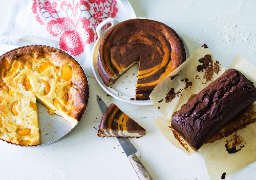 ADHD food: cheesecake, marbled ricotta cake and chocolate cake
