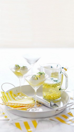 Lemons Spiders (lemon sorbet with pineapple in sparkling wine)
