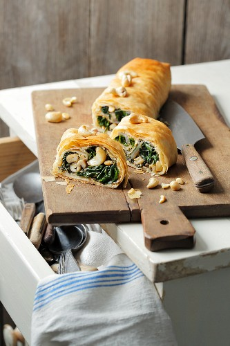 Chard strudel with cashew nuts