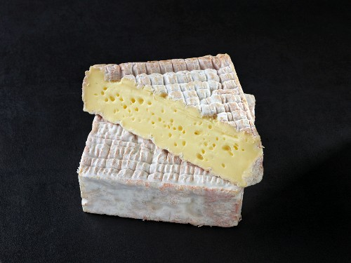 Pont l'eveque (French cow's milk cheese)