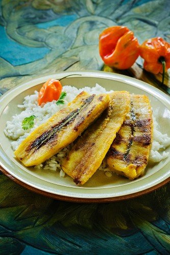 Fried plantains with rice (Cuba)