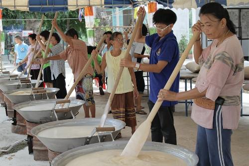 Thai people cooking sweet rice