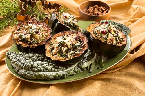 Acorn squash filled with kale and mushrooms (Christmas)