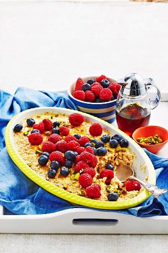 Porridge-Auflauf mit Beeren