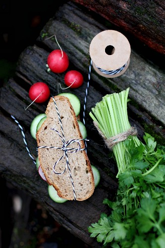 A fresh vegetable and parsley sandwich for supper