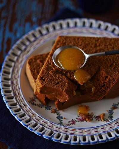Spiced cake with marmalade