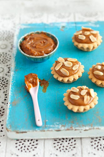Mini cupcakes with caramel cream and almonds