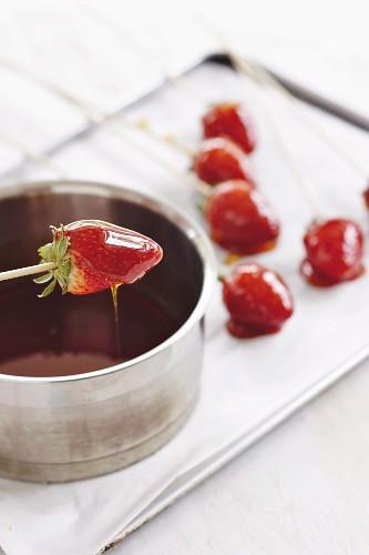 Erdbeeren karamellisieren