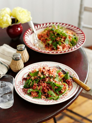 Couscous salad with spinach and beetroot
