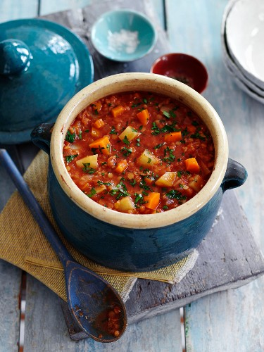 Tomato and lentil soup with root vegetables