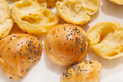 Choux pastry rolls with poppy seeds