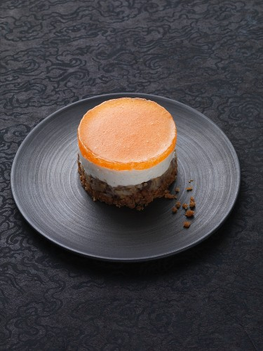 A mini chestnut cheesecake with persimmon