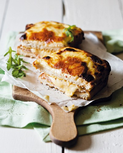 Croque Monsieur (gratinated ham and cheese sandwich, France)