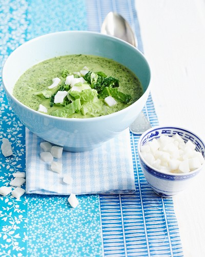 Savoy cabbage soup with coconut