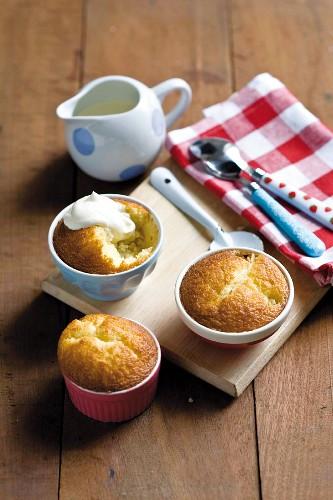 Apple pudding with vanilla cream