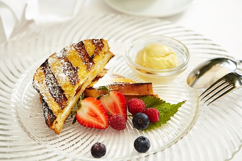 Grilled French toast with fruit and vanilla ice cream