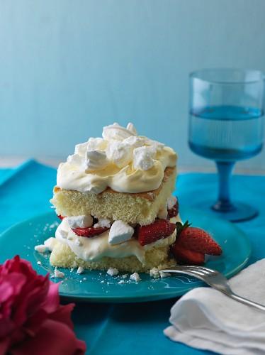Chaja with strawberries (sponge cake with meringue, Uruguay)