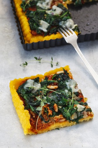 Polenta spinach tart with tomato pesto
