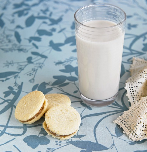 Grain milk with biscuits