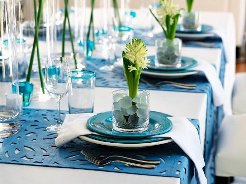Flower arrangements on place settings