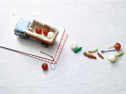A toy pick-up truck with fresh vegetables – quick low carb dishes