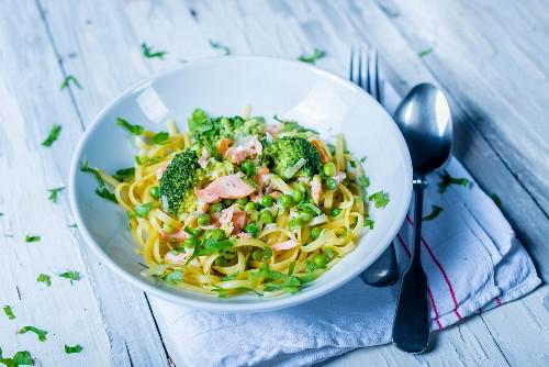 Tagliatelle with salmon, broccoli and peas