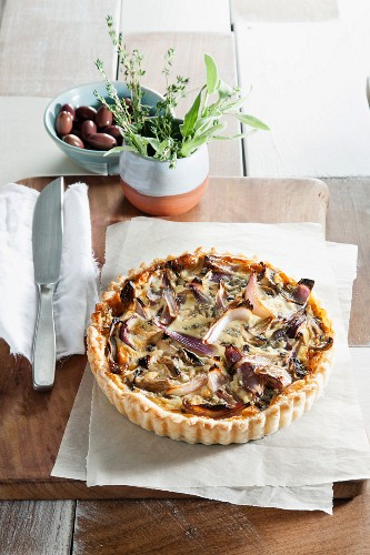 Red onion quiche with mushrooms and date honey