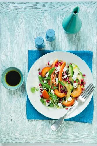 Papaya, goat's cheese, pomegranate and avocado salad