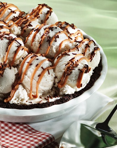 Ice cream pie with chocolate sprinkles and caramel sauce
