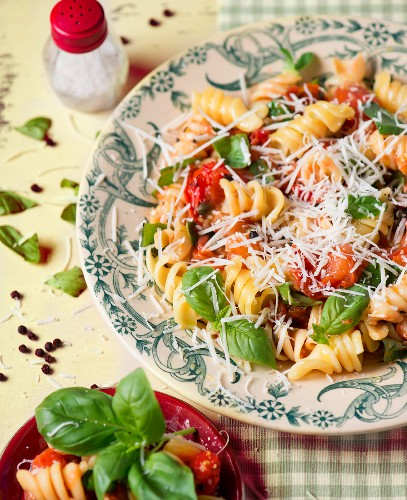 Fusili pasta with tomatoes, basil and grated cheese