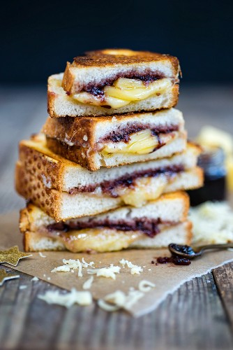 A grilled cheese sandwich with Comté cheese and cranberry relish