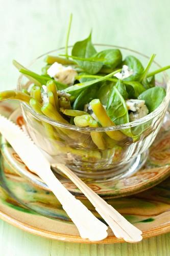 Spinatsalat mit grünen Bohnen, Roquefort und Balsamico