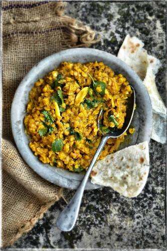 Gelbe Linsen mit Curry, Knoblauch und Koriander