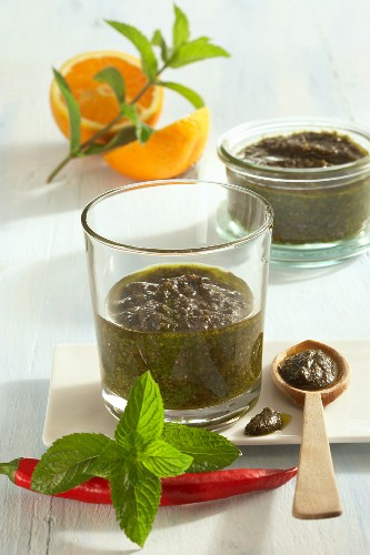 Mint pesto with chilli peppers and orange