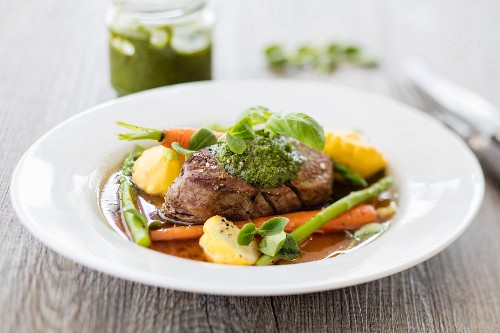 Poached beef fillet with vegetables and pesto (low carb)