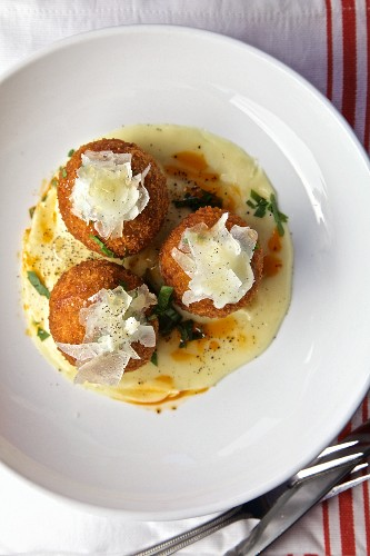 Arancini di Riso - fried stuffed rice balls (Italy)
